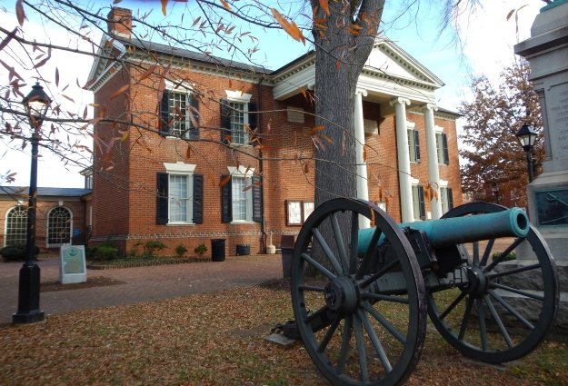 courthouse with cannon
